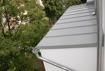 Metal roofing of edge and bay in standing seam system