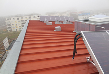 Coloured metal roofing with Zambelli profiled roofing system, spacers and thermal insulation